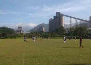 Tim Semen Padang FC menggelar latihan.