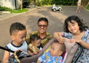 Irwan Prayitno Habiskan Waktu Bersama Cucu